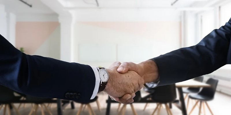 Candidate and employee shaking hands after an interview